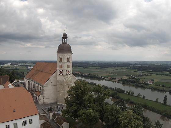 """Wallfahrtskirche Bogenberg neben der Donau. """"Auf dem Hl. Berg Niederbayerns."""""""