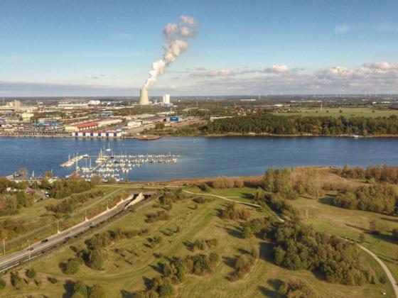 Rostock Seehafen und Einfahrt zum Warnowtunnel