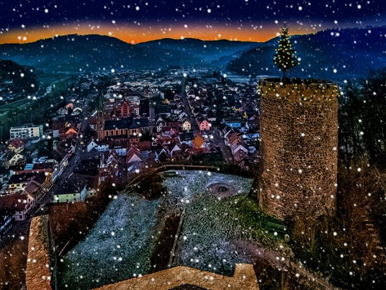 Burg Husen bei Schneefall