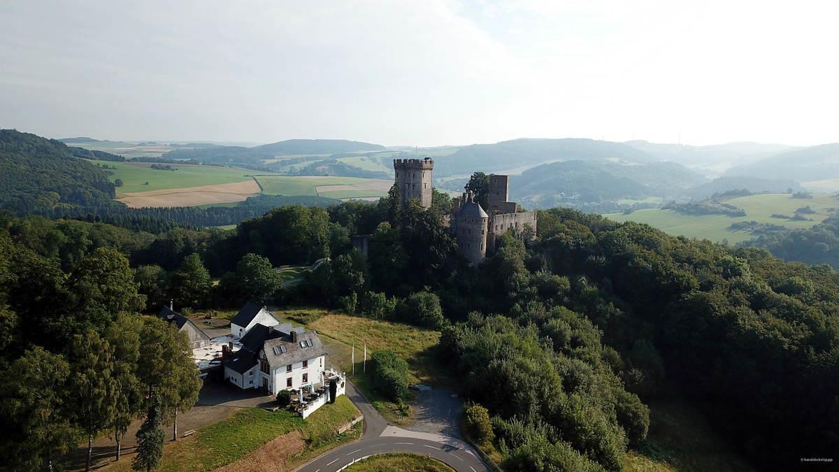 Kasselburg bei Pelm