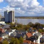 Brake/Unterweser, Vom Mitteldeich zum Binnenhafen, rechts die Weserinsel Harriersand