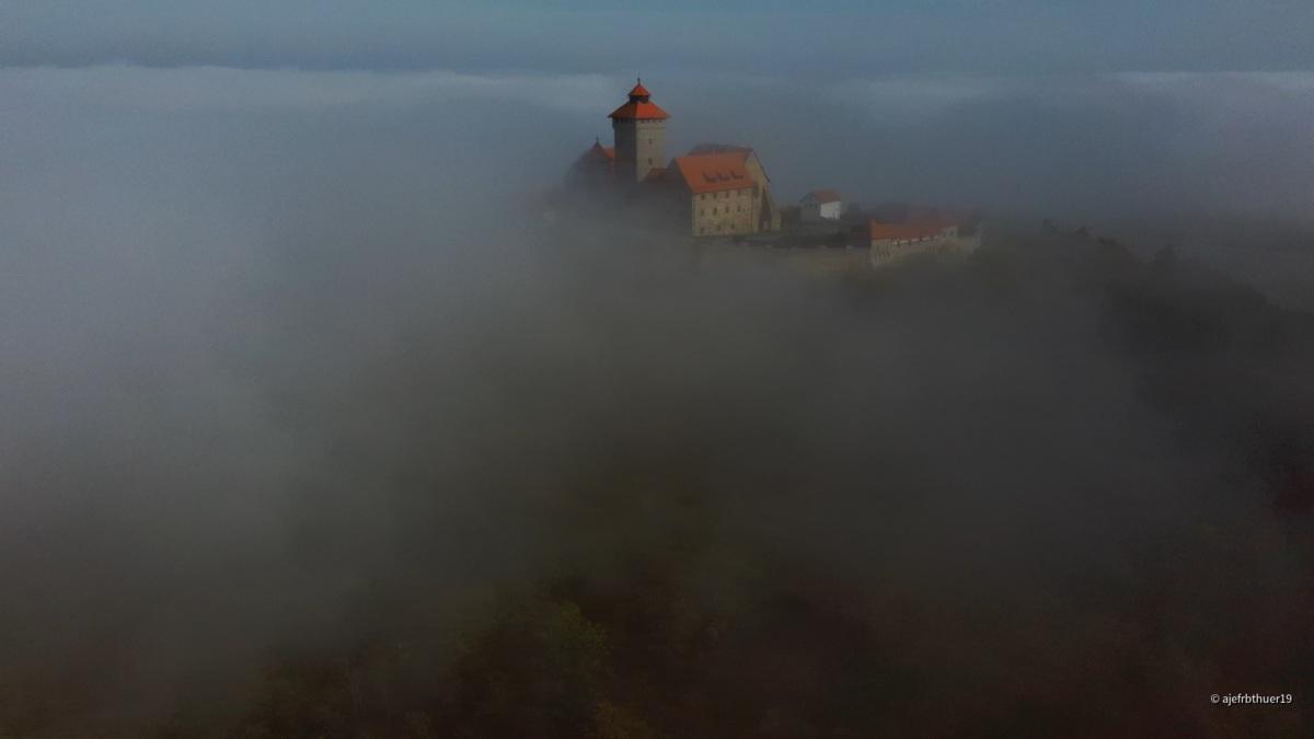 Veste Wachsenburg bei Holzhausen Thüringen im Nebel